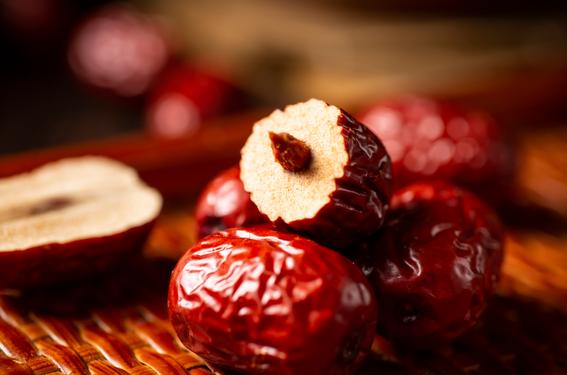 枣干的营养价值和枣一样吗、红枣吃多了会怎么样