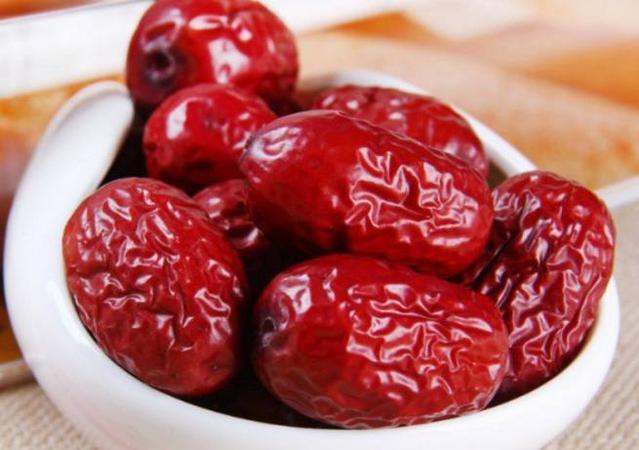 红枣全身都是宝,干吃和泡水,营养价值却不一样了